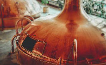 Destilaria, alambique