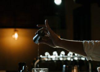 Conheça os itens que não podem faltar no seu bar para arrasar no preparo de drinks